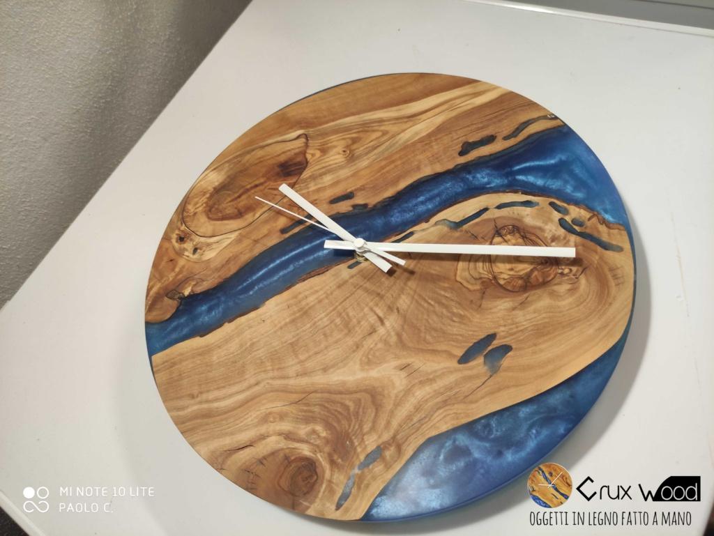 Orologio in legno e resine 32
